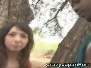 एशियन cutie sucks an आफ्रिकन!
