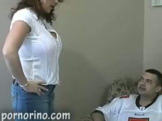 Chaud milf mère suçage et stroking fils pour foutre