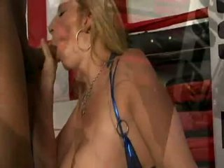 Groot boobed ronde meisje sara jay receives nailed hard in de boksen ring