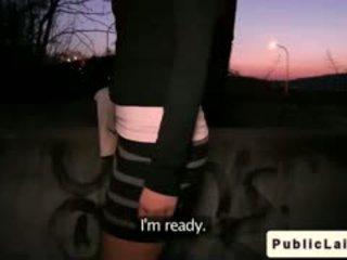 Fake agent fucks 业余 女孩 outdoors 在 夜晚