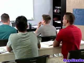 Disparo de corrida loving profesora dominated en clase