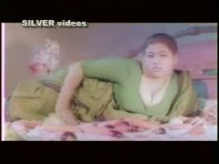 Indisch actrice baden en neuken in softcore film