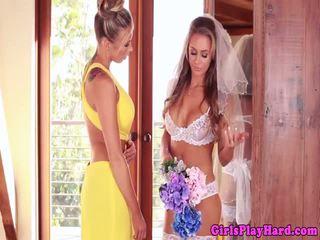 Clit pierced rondborstig lesbisch queens bruid