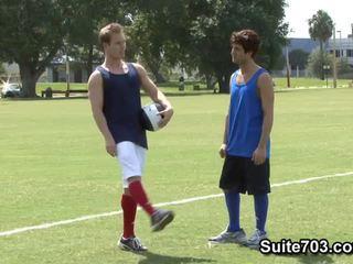 Rugby players michael dora un tyler andrews jāšanās
