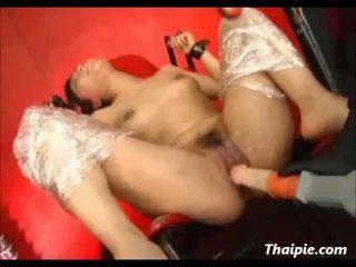 Stor fastbundet hårete asiatisk orgasme