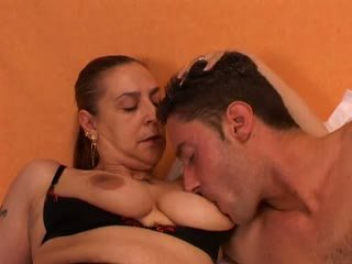 ग्रॉनी gives एक सेक्स lesson को उसकी युवा lover: फ्री पॉर्न 66