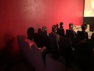 Carole gangbanged în o cinema