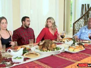 Moms bang pusaudze - nerātnas ģimene thanksgiving <span class=duration>- 10 min</span>