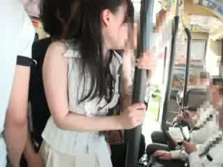 Innocent chavala manoseada en un autobús