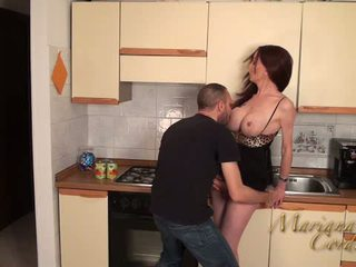 Mariana cordoba fierbinte în the bucatarie
