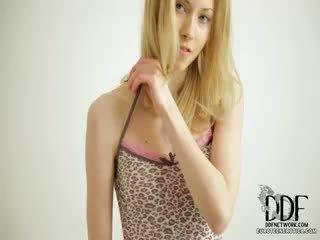 Lief camila strips & seduces