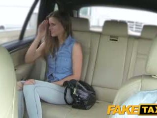 Faketaxi dāma wants līdz redzēt drivers liels dzimumloceklis