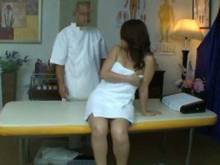 年轻 妻子 reluctant 性高潮 中 健康 按摩