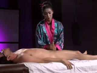 Mooi aziatisch geisha (full massage met voetjob)