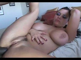 Milf interraciaal anaal in leder korset