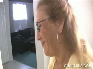 媽媽 和 小雞 吸吮 一 dong