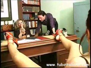 Piss; itali female manajer