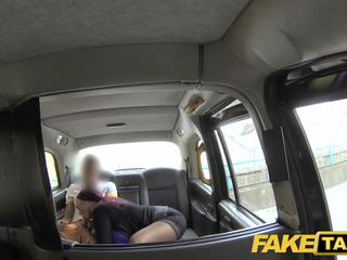 Fake taxi секретар търси дама с огромен цици и мокри