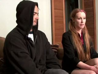 Darby daniels-parole офицер gets knocked навън от parolee
