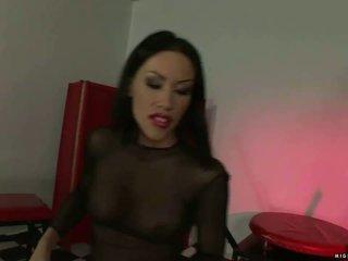 Pavēlniece mya diamond punishing slavegirl