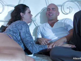 Όμορφος/η alison tyler gets banged σε κρεβάτι