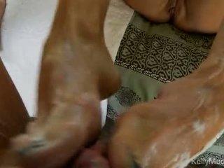 Kelly madison strokes impure cleft ja jerks edasi a paks knob
