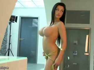 Aletta ocean představení pryč ji sexy tělo