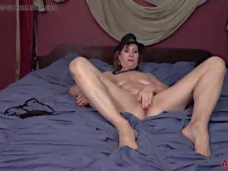 Lynn maduros milf masturbation diversão em cama, porno a9