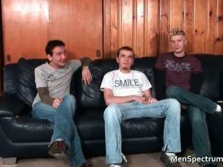 Groot homo trio scène met een hoop