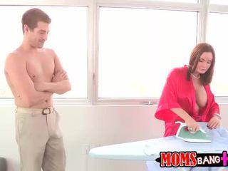 Abby โดนจับได้ เธอ แม่เลี้ยง ร่วมเพศ เธอ bf