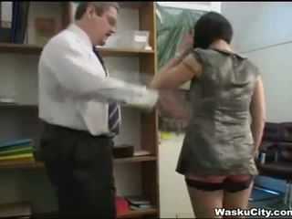 Angļi meitene (thieving meitene gets spanked līdz boss)