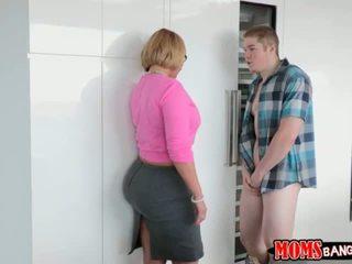 Jake pounded उसके girlfriends स्टेपमोंम डॉगीस्टाइल