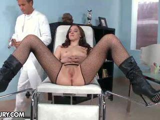 Nobody knew pourquoi amirah adara likes à aller à gynécologique.
