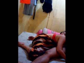 इंडोनीषियन बेब had उसकी पुसी licked और fingered