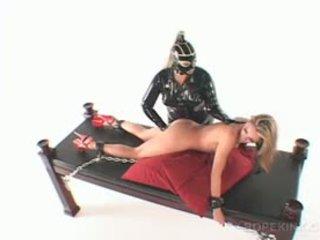 レズビアン 変態の ボンデージ、支配、サディズム、マゾヒズム ミストレス drilling slick プッシー とともに ディルド