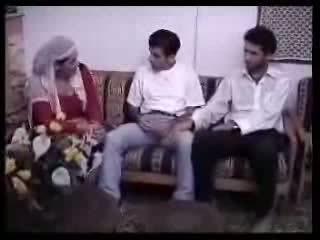 अरेबीयन हाउसवाइफ गड़बड़ साथ two guys. वीडियो