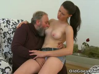 brunete, melones, lielas krūtis