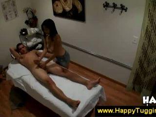 Aziatisch masseuse gets extra geld