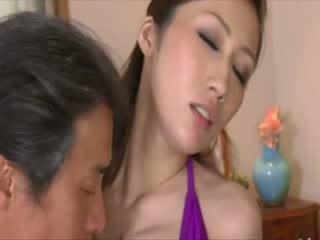 Pop groot titty oosters gets licked uit door ouder male