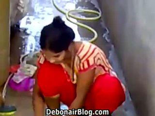 Szexi desi picsa washing clothes bemutató dekoltázs ca