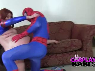 Cosplay babes spiderman likes veľký prsia
