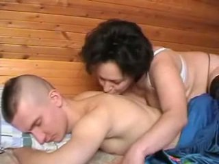 שתוי רוסי אמא seduces the youth