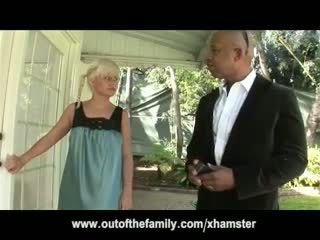 Shane diesel massages en fucks blondine tiener