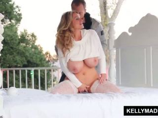 Kelly madison sundown stroking apie the patio <span class=duration>- 11 min</span>
