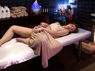 Mosaic: วิทยาลัย หญิง reluctant ออกัสซั่ม โดย masseur