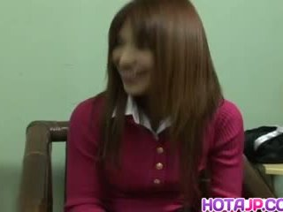 Ai kurosawa en uniforme rubs peluda coño y gets sucked