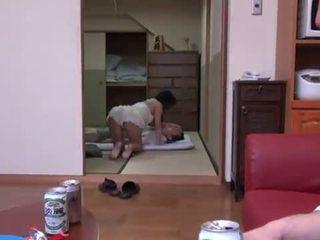 Rina ooshima appreciates multiposition xxx në the living dhomë