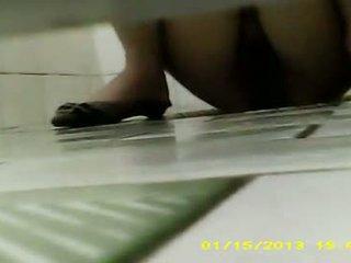 Ji was šlapinimasis & pooping ten