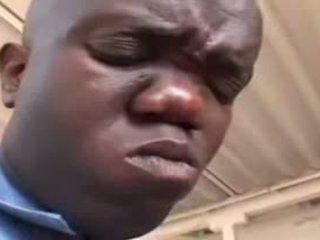 Секси мулатки полицай прецака от джудже видео