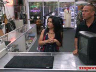Сексуальна кубинка ціпонька відтрахана по pawnkeeper для заробляти 500 dollars
